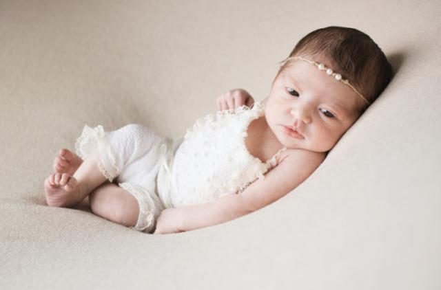 Photographe naissance - proche Ain / Lyon - Montluel - Beynost - Jonage - Genas
